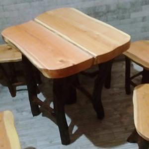 Комплект: стол и четыре стула