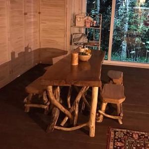 Комплект: стол и четыре табурета